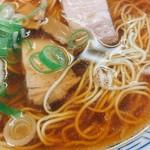 ラーメン 一喜 - 澄んだスープとチャーシューと麺のコントラスト