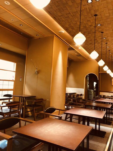 宝泉 JR新幹線京都駅店 - 店内は落ち着いた和風空間(๑>◡<๑)和カフェと茶寮の垣根がなくなってきました。