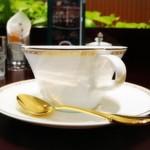 カフェ コロラド - 美しいナルミのコーヒーカップ&ソーサー