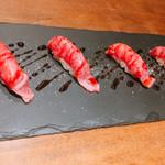鉄板 ビストロ 恵比寿 - 黒毛和牛の炙り寿司 炙る前