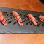 鉄板 ビストロ 恵比寿 - 黒毛和牛の炙り寿司 炙り後