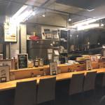 酒場食堂 もんぱち 坂ノ上 - 内観写真:店内