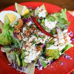 ソムチャイ - イカとカシューナッツのサラダ