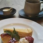 プルスト カフェ - ドルチェとコーヒー