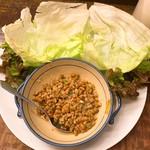 山之内 - 挽肉と納豆炒めレタス包み