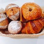 松川パン商店 - 左から上に:プチくるみ×2 メープルチョコ クロワッサン プチみるくフランス