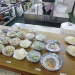 しらさぎ荘 - 小鉢は100円一皿から150円で リーズナブル