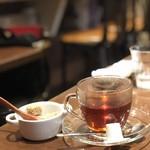 ラ ブーシュリー グートン - セットドリンク。紅茶のホットです。