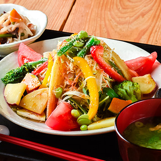 毎朝仕入れる九州近海の鮮魚を、多彩な日替りメニューでご提供!