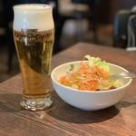 103217585 - 【2019.2.17】国産野菜のサラダとビール580円也