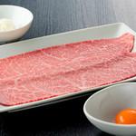 焼肉チャンピオン - 大人気の「ざぶすき」!軽く炙った希少部位ざぶとんを軽く炙り、卵と一口ごはんでお召し上がりください。