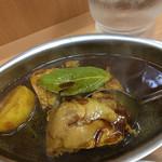DELHI - 鶏肉が3つとジャガイモが1つ入ってます