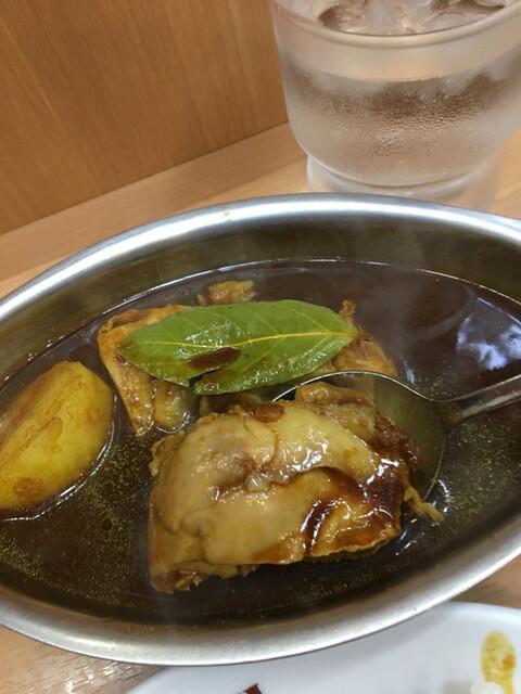 デリー 上野店 - 鶏肉が3つとジャガイモが1つ入ってます