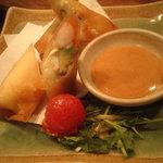 恵比寿さばと鶏白湯スープ炊き餃子 天神酒場ぬくぬく家 - えびとアボカドの春巻き