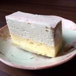 アルプス洋菓子店 - サクラチーズケーキ