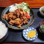 マルホ - 料理写真:唐揚げ定食、710円。