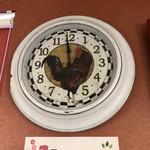 103234052 - 時計は鶏がデザインされています。