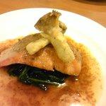 キッチン ポアレ - 鮭のムニエル・ほうれん草バターソテー添え