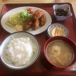 お食事処 泉 - 料理写真:おまかせ定食(カキフライ定食)