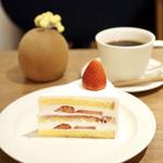 シグネ コーヒー - 季節のショートケーキ 苺