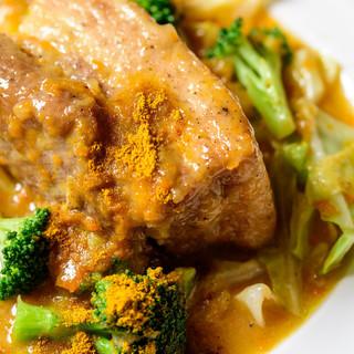 とろけるお肉♪2日間かけてじっくり煮込む、「トンガリミート」
