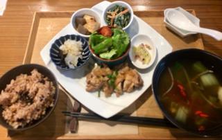 ネオ ガーデン カフェ - ●薬膳スープNEOご膳 1,580円 メイン+小鉢2種選択。 玄米、サラダ、薬膳スープ