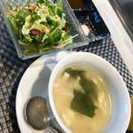 103270232 - サラダとスープ。