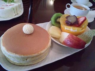 プチモンド - フルーツ+ホットケーキ