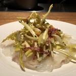 au deco - 冷前菜:寒平目のカルパッチョ 半熟たまごとタンポポのサラダ