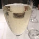 ラ プルーズ東京 - スパークリングで乾杯