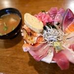 神東寿司 - あら汁付き