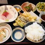 103292860 - 若月定食は天ぷらがフワッと美味しい