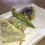 うどんの一平 - こんにゃく・ちくわ・インゲン・茄子       精進料理みたいな内容の天ぷら       好き