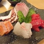 熟成魚と日本酒と藁焼き 中権丸 - お造り3種盛り