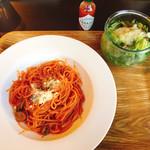 札幌 宮の森珈琲 - ランチ 喫茶店のナポリタン 1,180円 サラダ、飲物つき