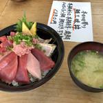 103308829 - マグロ三昧丼1380円❗️