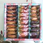 103309200 - 中央に桜のビスキュイ