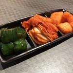 Korean Dining ハラペコ食堂 - キムチ3種盛り(白菜、オイキムチ、カクテキ)
