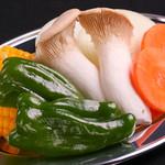 炭火焼肉ホルモン しんちゃん - 野菜盛り合わせ
