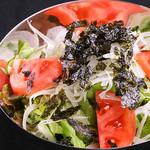 炭火焼肉ホルモン しんちゃん - しんちゃんサラダ