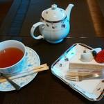 ポースカフェ - 料理写真:苺ショートケーキ&紅茶