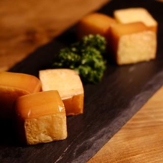 16時間燻製した焼きチーズ