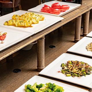 本場イタリアの味わいをビュッフェスタイルでお楽しみください