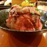フィオリ - 横からローストビーフ丼