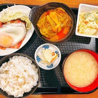朝7時に360円から定食を食べることが出来る。毎朝来て欲しい