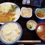 居喰屋かわさき - 料理写真:日替B 魚定食。舌平目のムニエル600円。副菜が美味しいお店です。