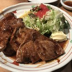 網元料理あさまる - マグロほほ肉のステーキ