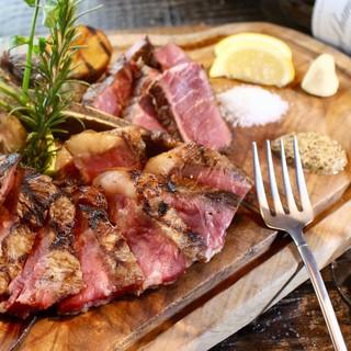 熟成肉で人気の[さの萬]の赤身肉を堪能!!