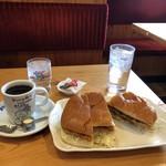 コメダ珈琲店 - 珈琲用の水とカレーパン用の水