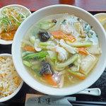 10333243 - 海鮮入り野菜スープ麵+ミニチャーハン